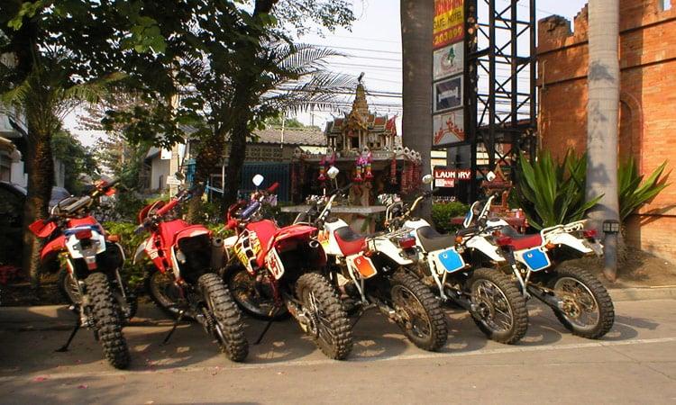 Die Motorräder stehen schon bereit