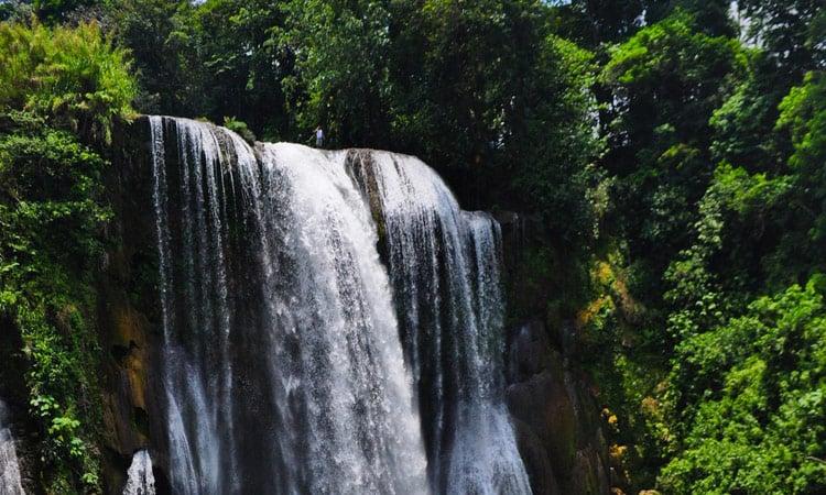 Schöner Wasserfall in Honduras
