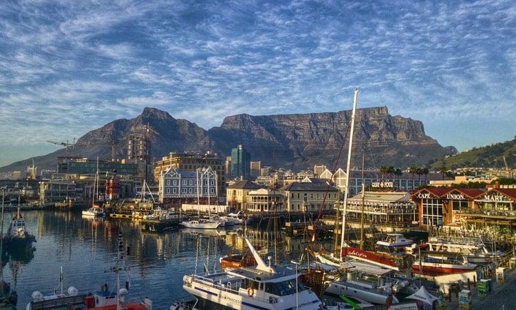 Ein schöner Blick auf den Tafelberg in Kapstadt