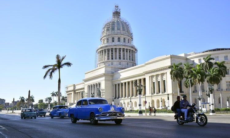 Verkehr am Capitol von Havanna