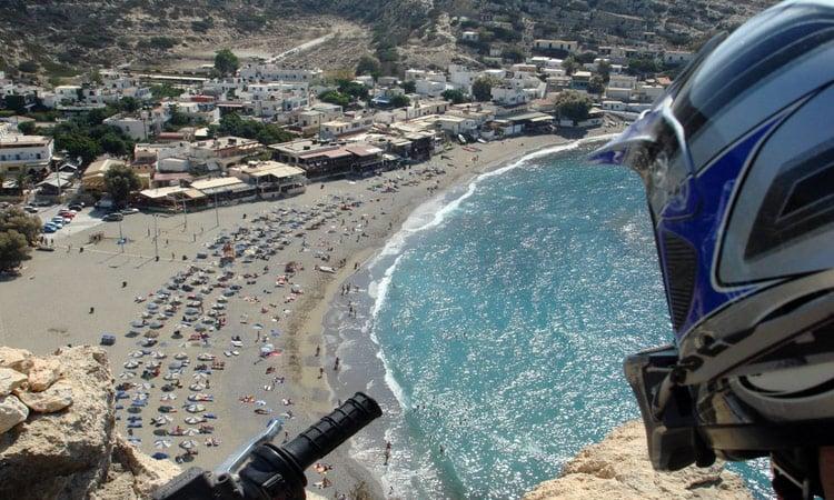 Von hier oben haben wir einen super Blick über die Küste