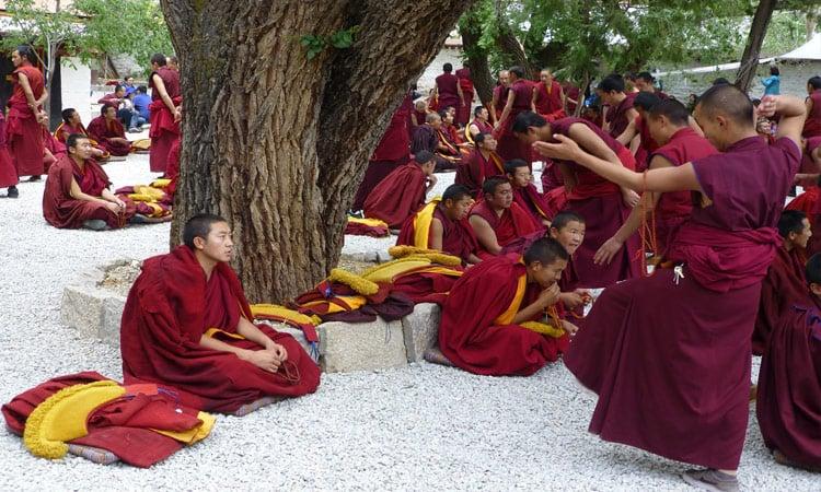 Debattierstunde der Mönche des Kloster Sera