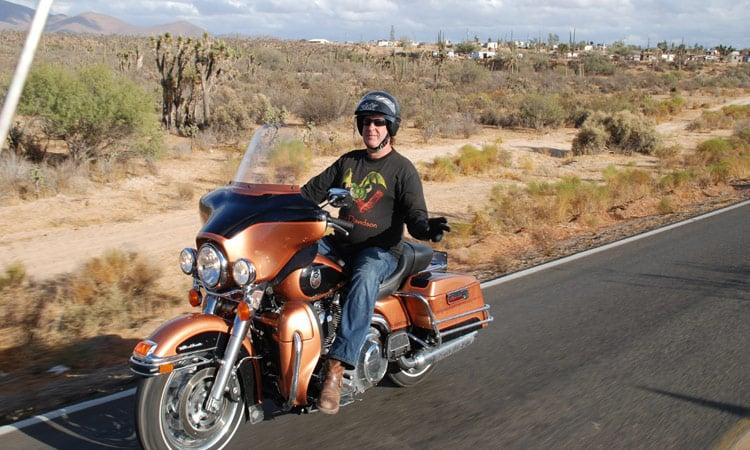 Cooler Bikergruss in der warmen Wüste!