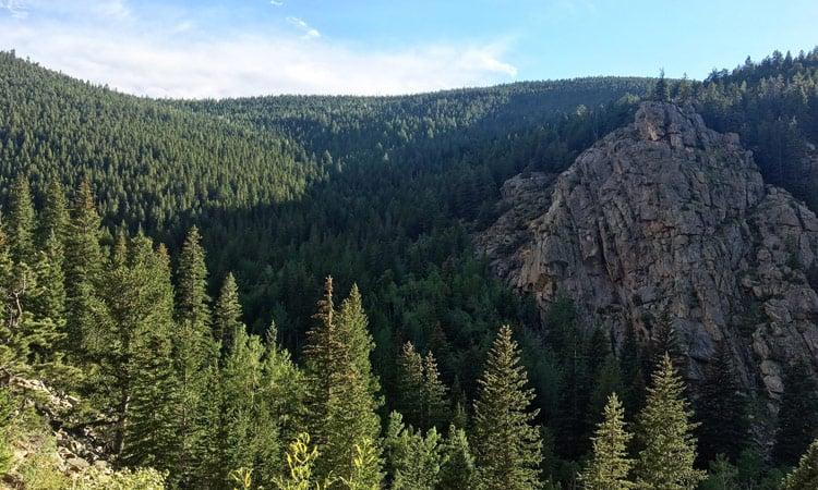 Eine herrliche Aussicht auf die Rockies