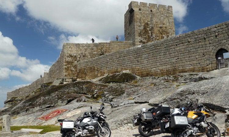 Wir besichtigen die alte Burganlage