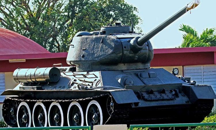 Ein alter Panzer an der Schweinebucht
