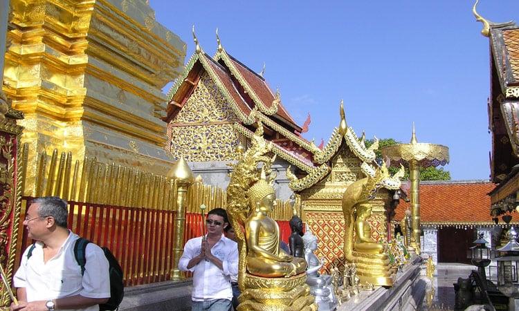 Wir besichtigen die goldenen Tempel