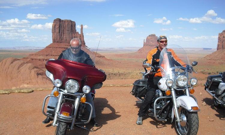 Biker vor Monument Valley