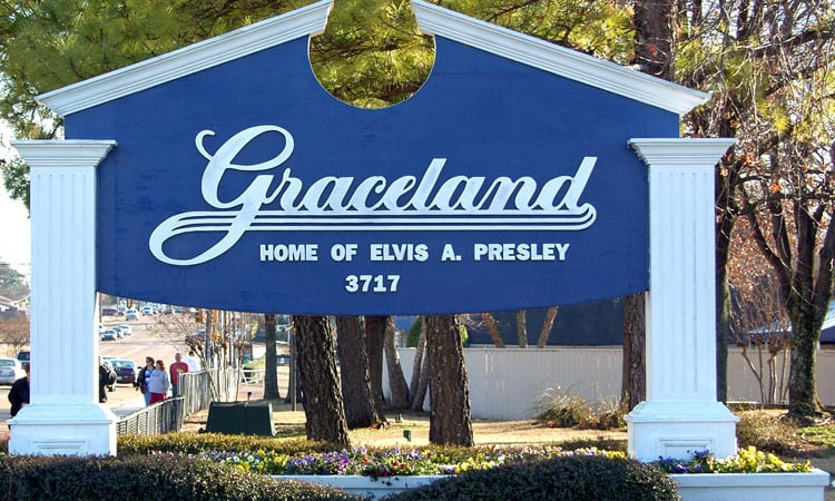 Der Eingang zu Graceland