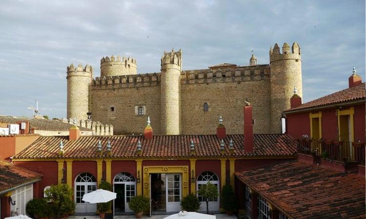 Eine der vielen alten Burgen in Portugal