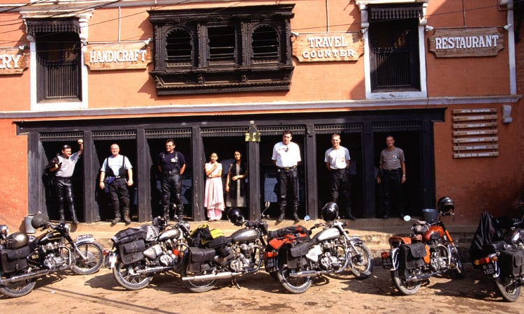 Gruppenbild vor dem Restaurant