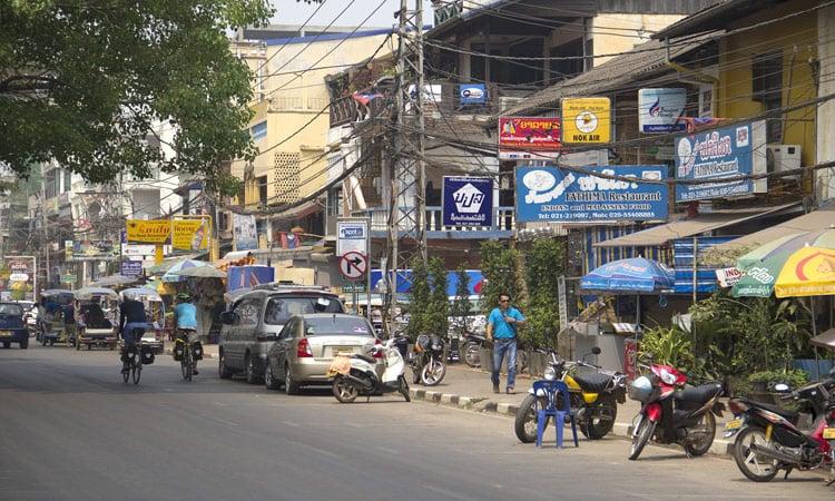 Luang Prabang typischer asiatischer Verkehr