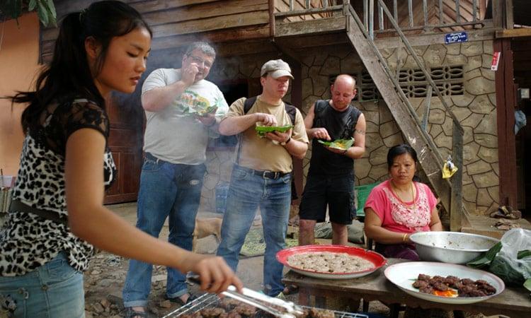 Laos Garküche mit leckeren Snacks