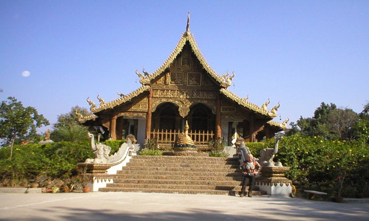 Kleiner Tempel am Straßenrand