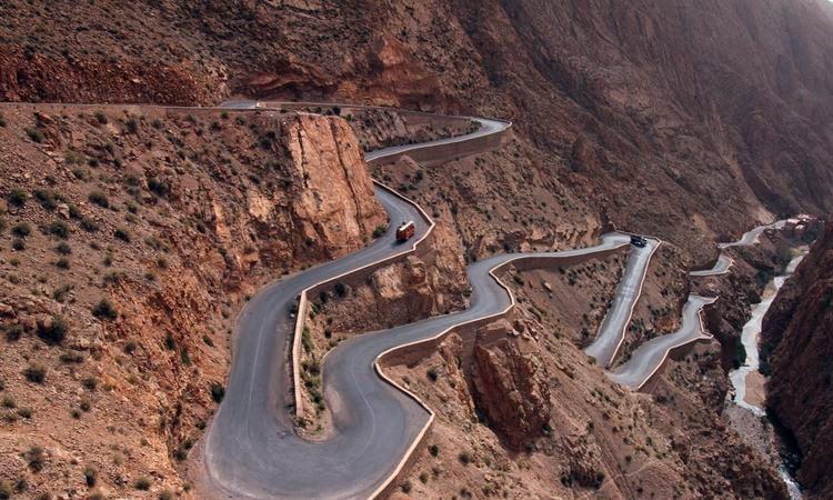Traumhafte Passstrasse im Atlas Gebirge