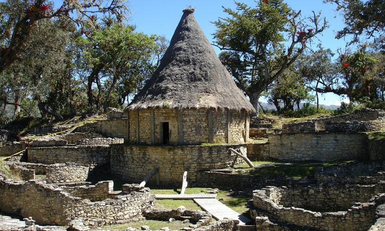 Gebäude der Festung Kuelap