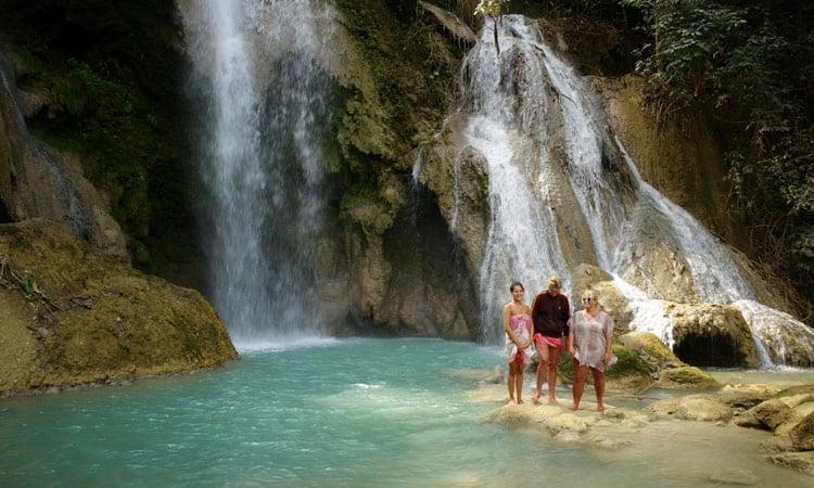 Erfrischung am Wasserfall