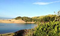 Schöner Strand an der Küste bei Umngazi