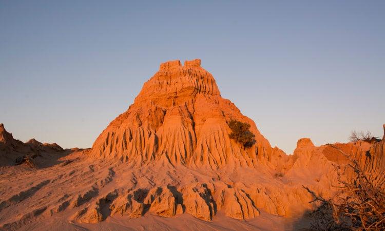 Ein Teil der Chinese Wall im Mungo National Park
