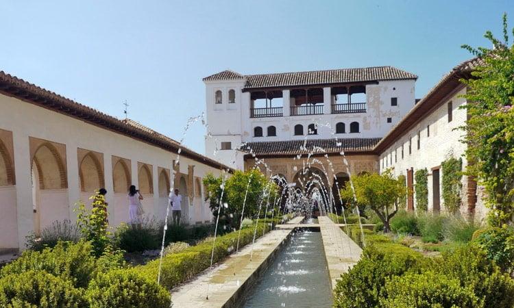 Kleiner Innenhof der Alhambra