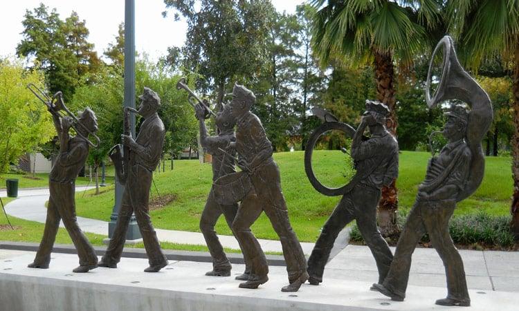 Die Statuen der Jazzband in New Orleans