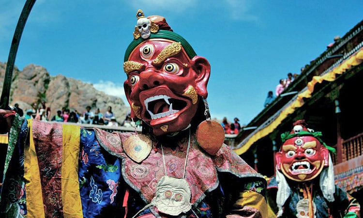 Ein zeremonieller Maskentanz der Mönche