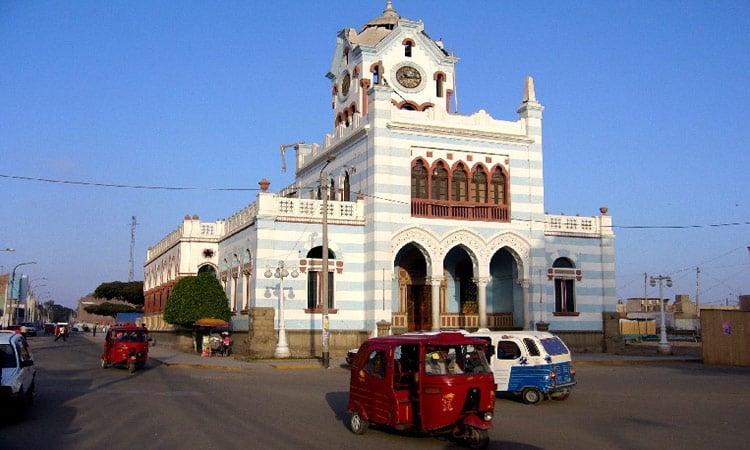 Das Gebäude der Gemindeverwaltung in Pisco