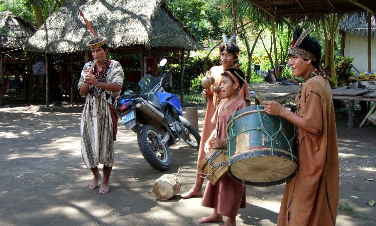 Indios musizieren