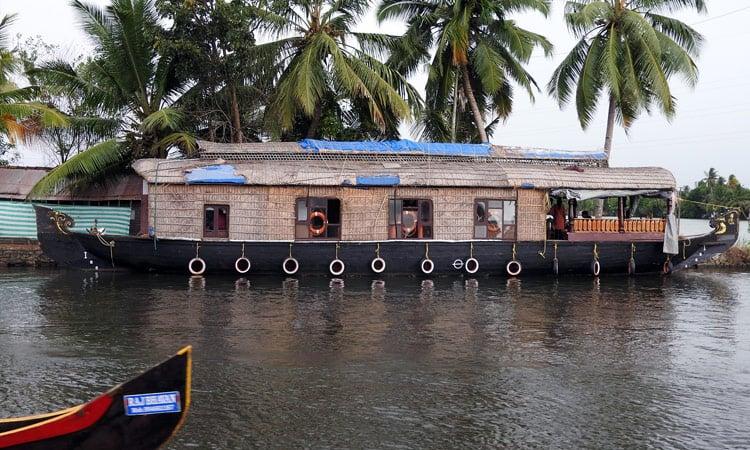 Typisches Hausboot in Kerala