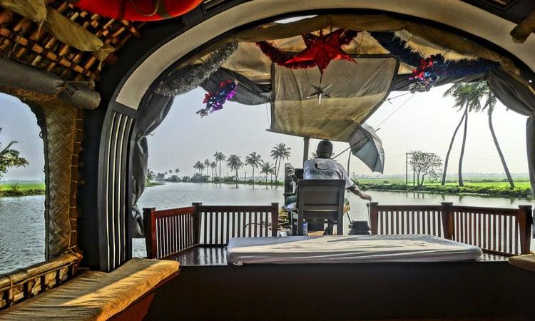 Blick aus dem Hausboot auf die backwaters