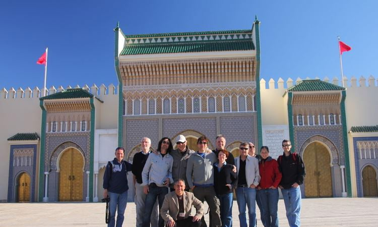Gruppenfoto vor dem Königspalast in Fes