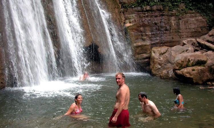 Wir baden im Wasserfall