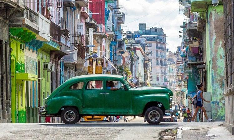 Blick in eine Seitenstraße von Havanna