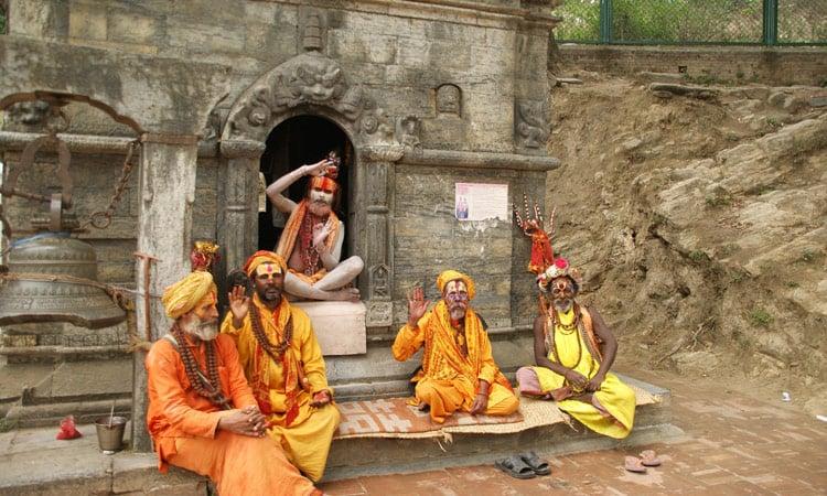 Eine Gruppe von Sadus (heilige Männer)