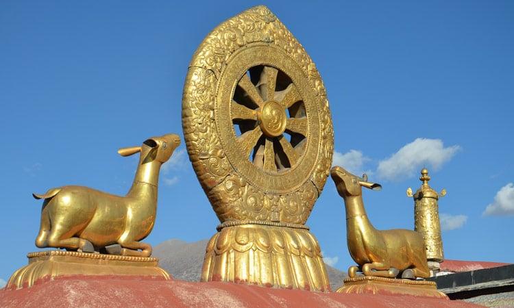 Das goldene Dach des Jokhang Tempels in Lhasa