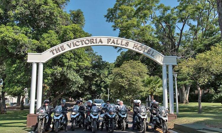 Der Eingang des Victoria Falls Hotel