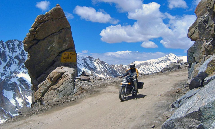 Die Zugangsstrasse zum Nubra Tal