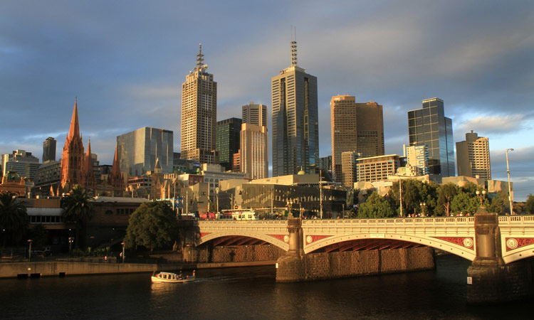 Die Skyline von Melbourne am Abend