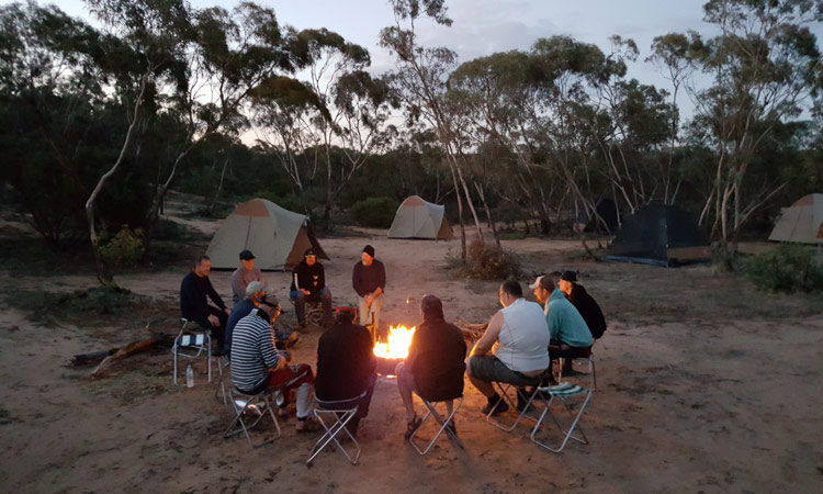 Wir genießen den Abend am Lagerfeuer