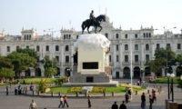 Statue an der Plaza San Martin in Lima