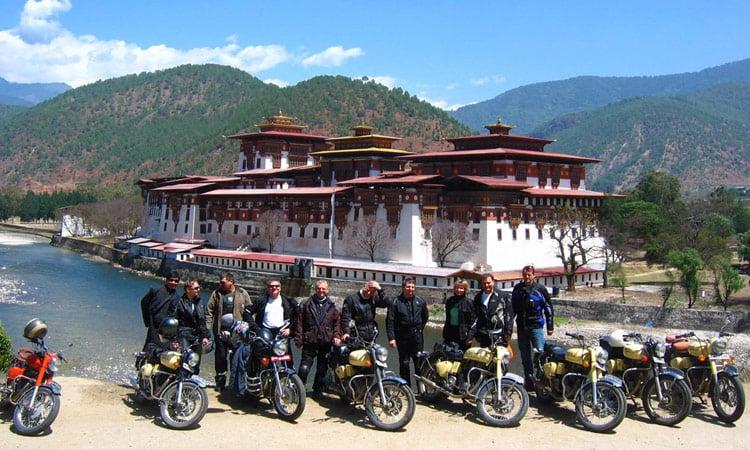 Bhutan Gruppenbild am Punakaka Dzong