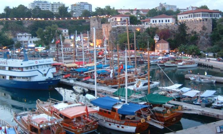Der Yachthafen von Antalya